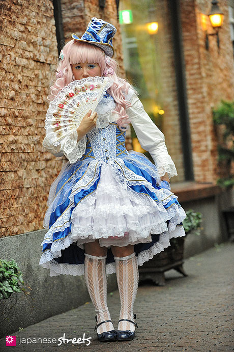 120930-1205 - Japanese street fashion in Harajuku, Tokyo